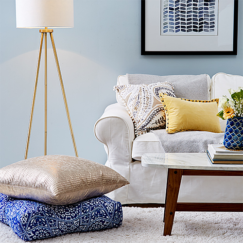 Living room with sitting poofs, coffee table and lamp