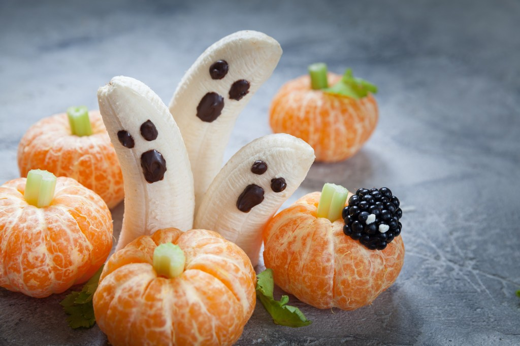 Bananas designed to look like ghosts, with oranges designed to look like pumpkins