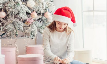 20 Top Christmas Gifts for Teenage Girls to Wear