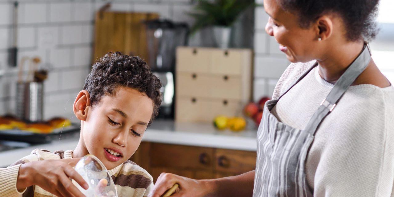 Tips to Get Kids Involved Preparing for Thanksgiving Dinner