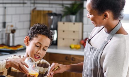 Tips to Get Kids Involved Preparing for Thanksgiving Dinner