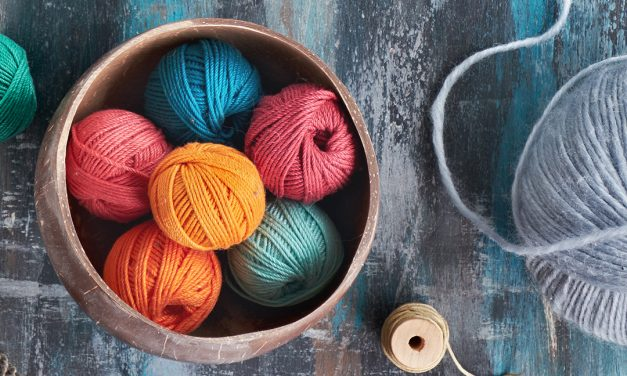 Beginner's Guide to Knitting + 3 FREE Knitting Patterns