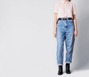woman wearing mom jeans with a high-waist