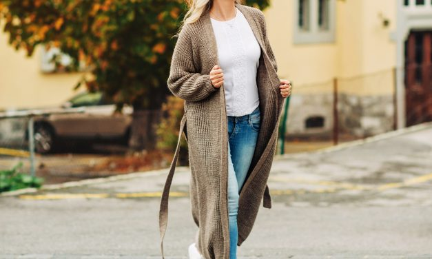 The Cardigan Style Guide: Classic and Trendy Ways to Wear this Staple