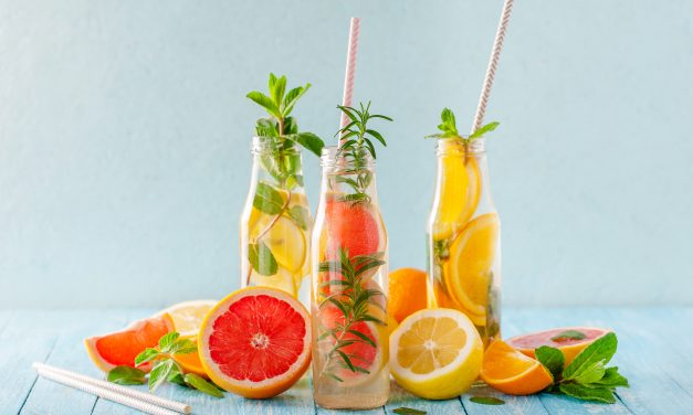 5 Recetas de Aguas Desintoxicantes con Frutas Frescas