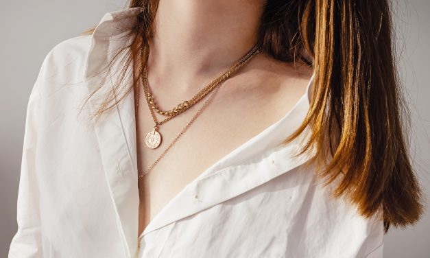 How to Pull Off the Layered Gold Necklace Trend