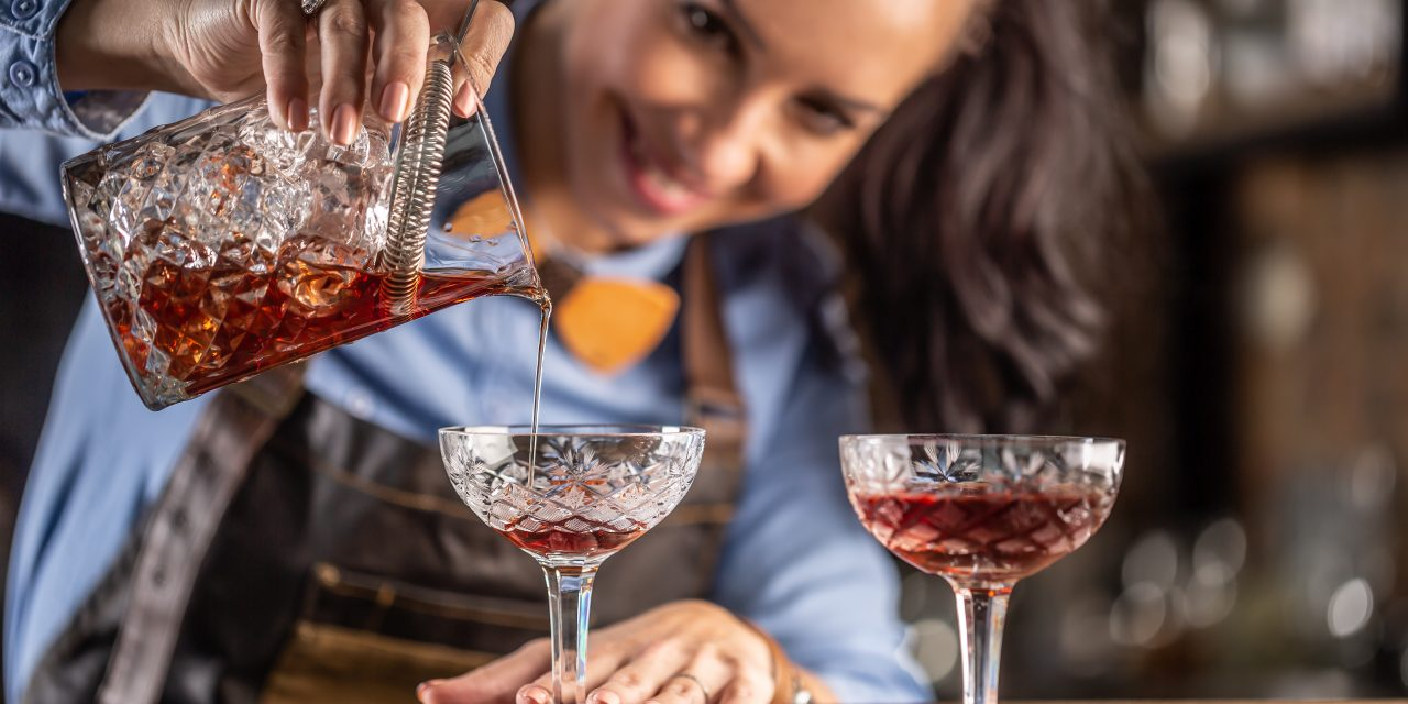 How to Make a Perfect Manhattan Cocktail