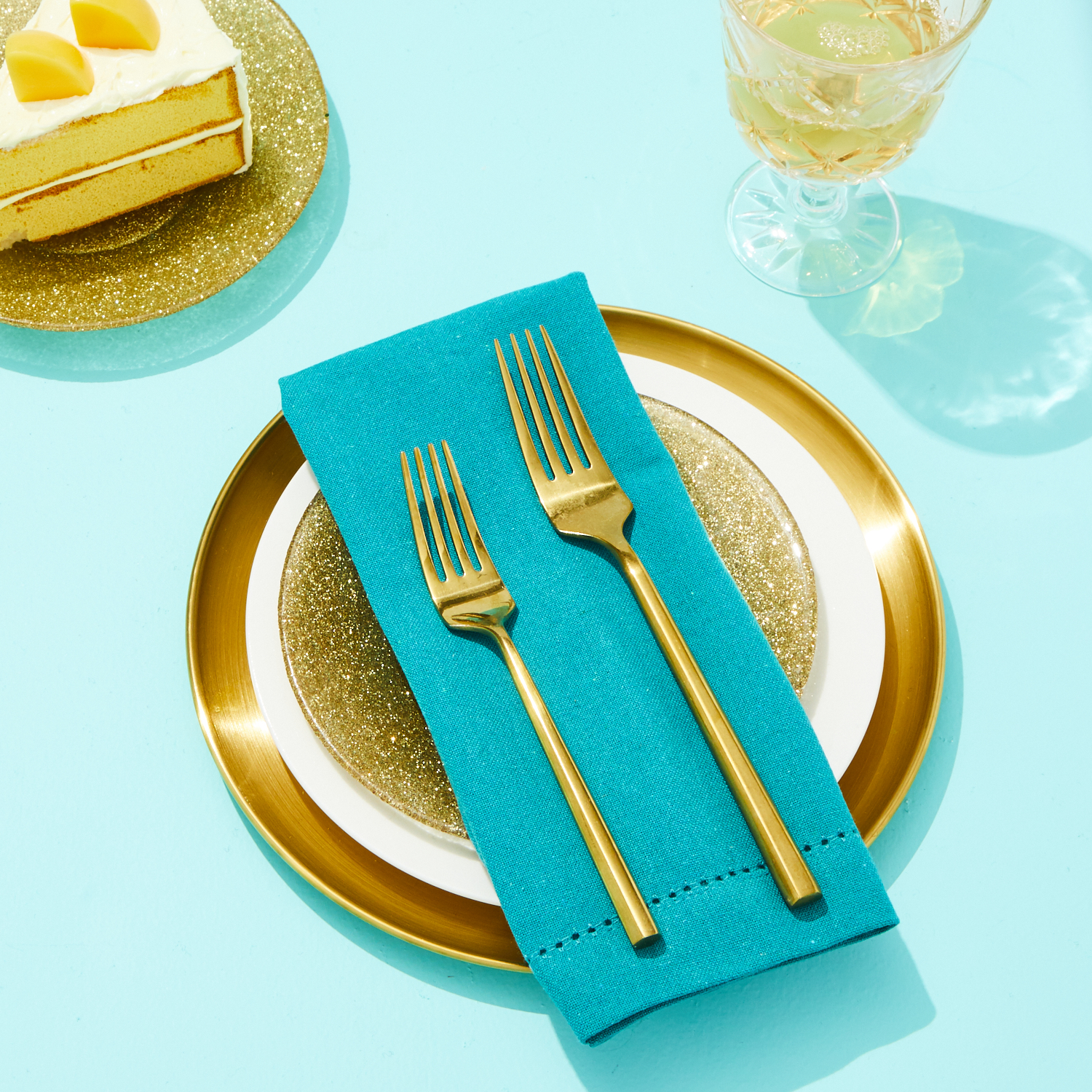 Gold Entertainment Table Setting